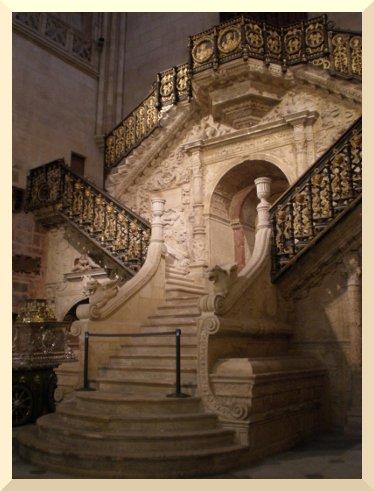 La catedral de burgos - Escalera de biblioteca ...